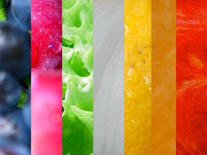 Blu, viola, verde, bianco, giallo, arancione e rosso: con frutta e verdura la salute è multicolore